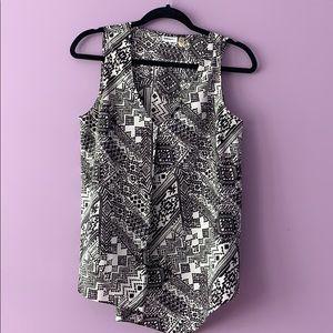 DKNYC Sleeveless Black and White Print Top